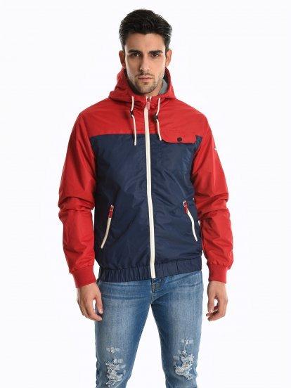 Vícebarevná bunda s kapucí