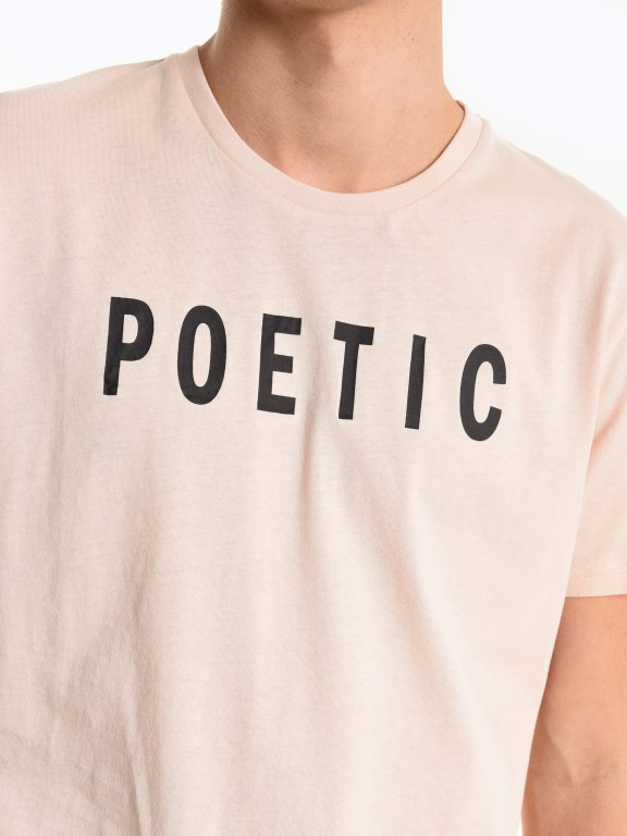 Koszulka z dziurami i napisem
