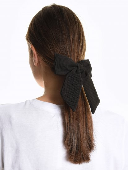 Rubber band with bow
