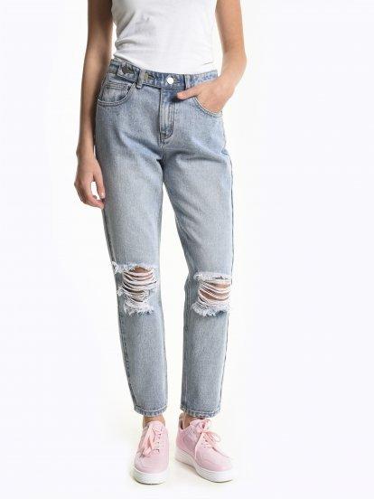 Damaged skinny jeans in light blue wash