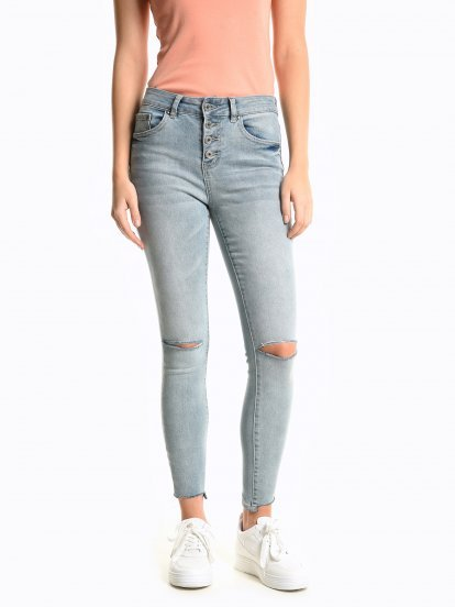 Skinny jeans with damages