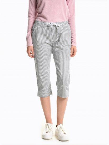 3 proužkované strečové kalhoty