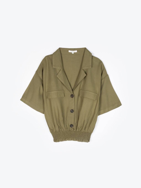 Krótka bluzka z kieszeniami