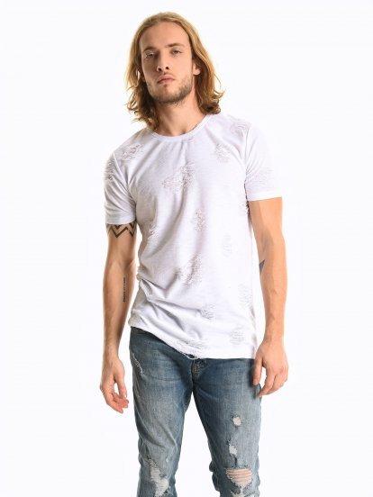 Tričko s dierami a oblým spodným lemom