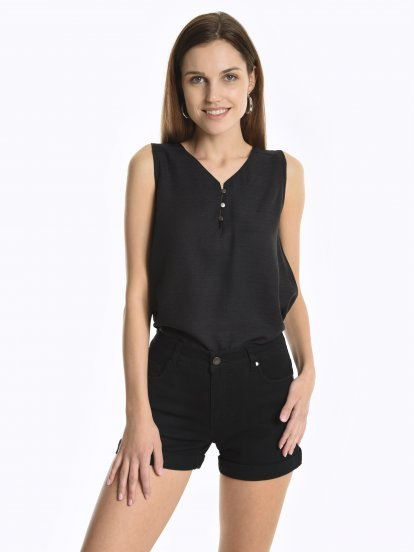 Sleeveless top with buttons
