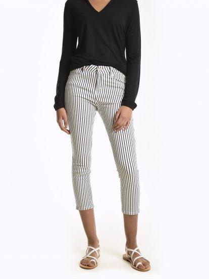 Spodnie skinny w prążki