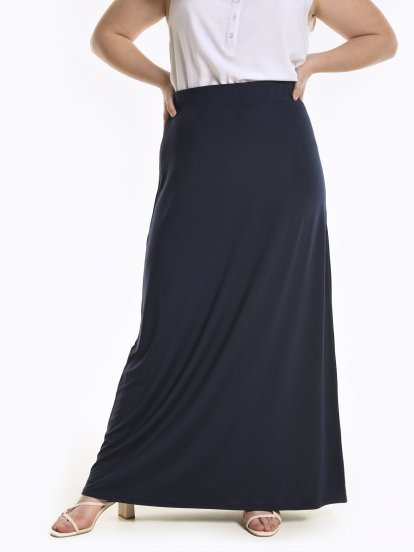 Jednobarevná dlouhá sukně