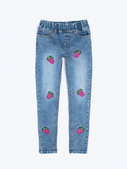 Pohodlné džíny s výšivkami