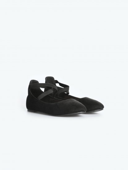 Faux suede ballerinas wit crossed rubber straps