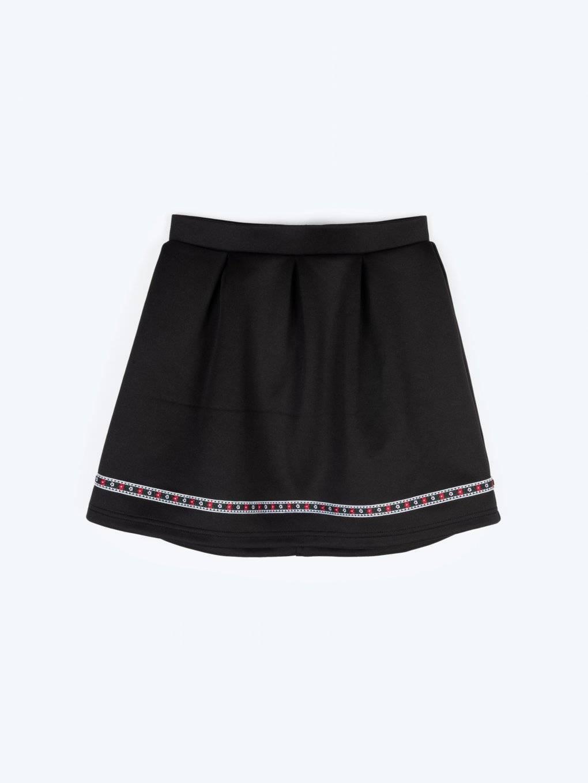 Áčková sukně s ozdobnou páskou