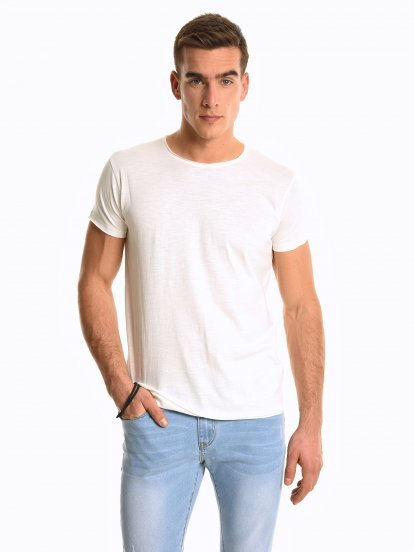 Basic slim fit t-shirt with raw edges