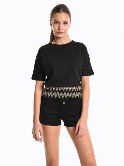 Koszulkowy top z elastyczną lamówką