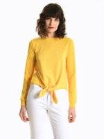 Jumper with front knot