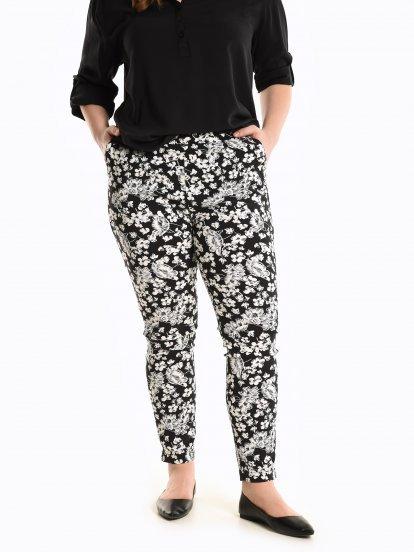 Kalhoty slim fit s květinovým potiskem