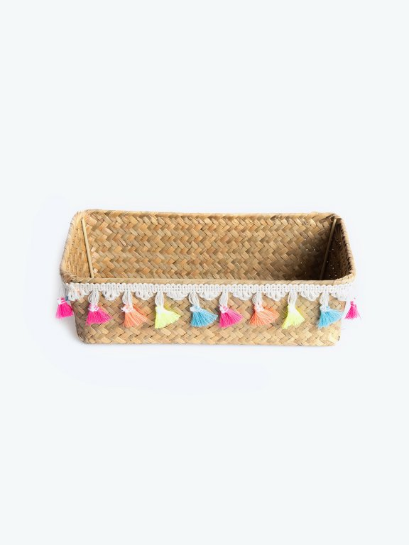 Basket with tassels