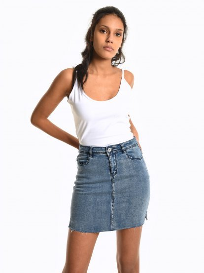 Basic crop tank with sliders
