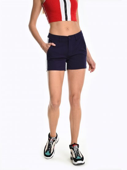 Shorts with side panel