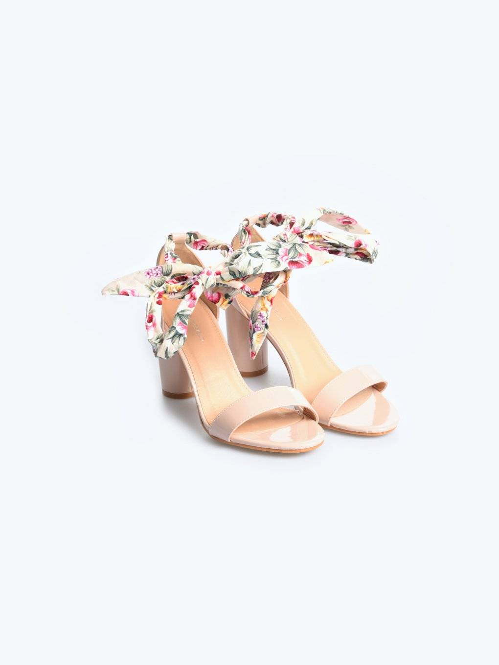 Block heel sandals with ribbon