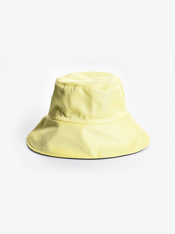Jednobarevný klobouk