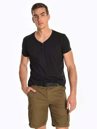 Basic jersey t-shirt with front buttons