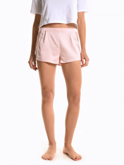 Satin pyjama shorts with lace