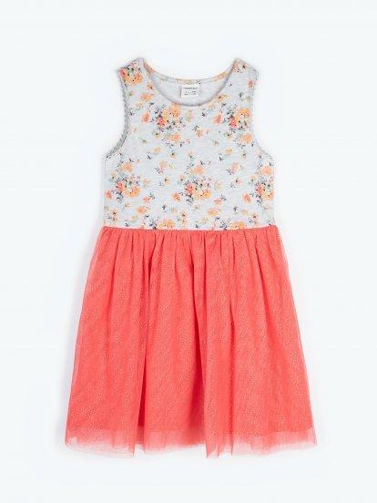 Šaty s tylovou sukní a květinovým potiskem