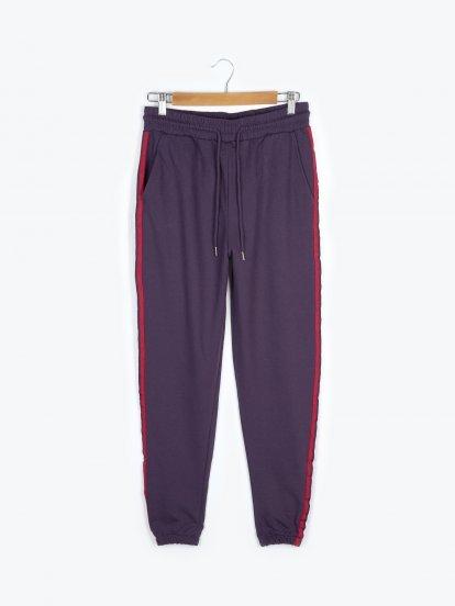 Spodnie dresowe z prążkiem po bokach