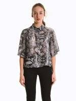 Loose fit printed blouse