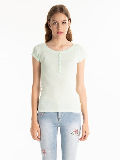 BASIC T-SHIRT WITH BUTTONS