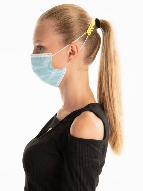 Face mask ear grip