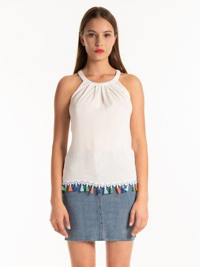 TOP WITH COLOURFUL TASSELS