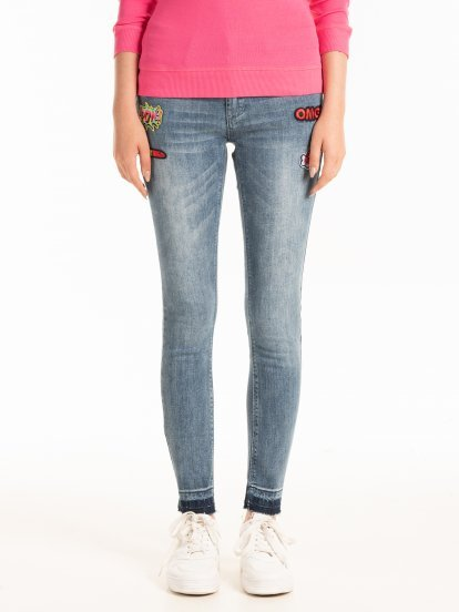 SKINNY JEANS WITH PATCHES AND RAW EDGES