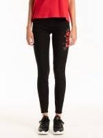 Kalhoty skinny s květinovou výšivkou