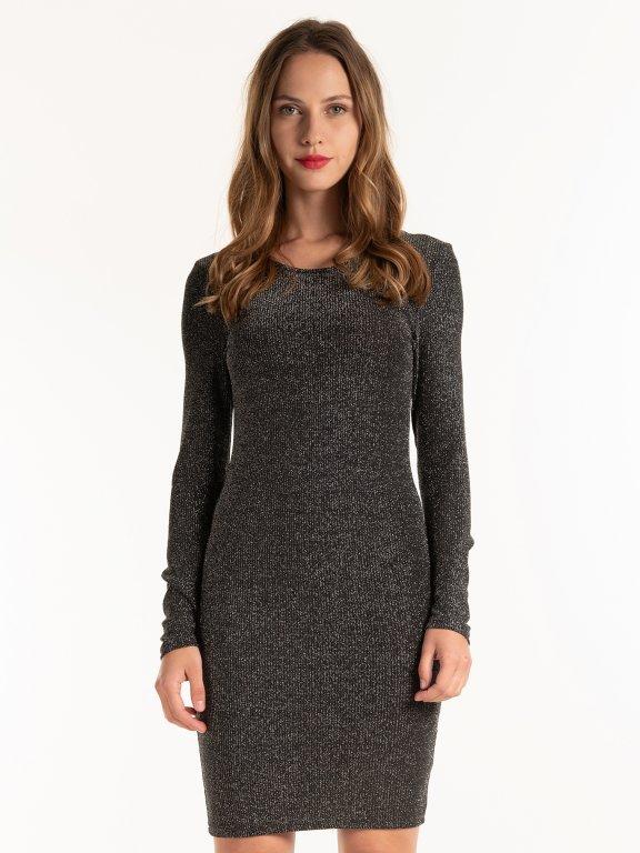 Metalické puzdrové šaty
