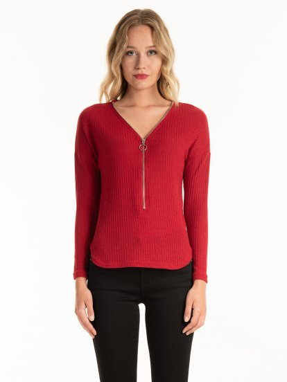 RIB-KNIT TOP WITH FRONT ZIPPER