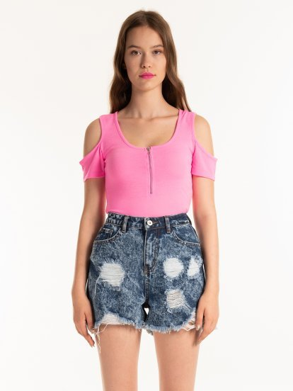 COLD-SHOULDER TOP WITH FRONT ZIPPER