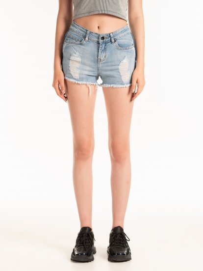 Denim shorts with frayed hem