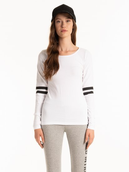 T-SHIRT WITH SLEEVE STRIPES