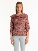 Melírovaný sveter so širokým golierom