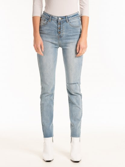Slim jeans with cut on knee