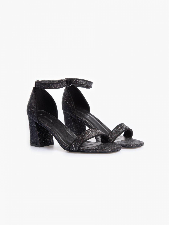 Błyszczące sandały na blokowym obcasie