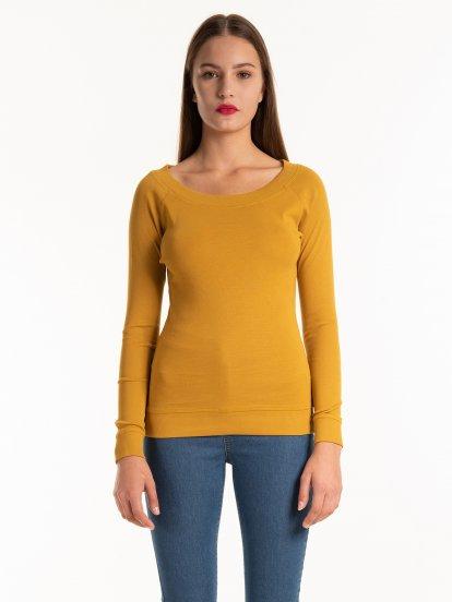 Základné bavlnené tričko so širokým golierom