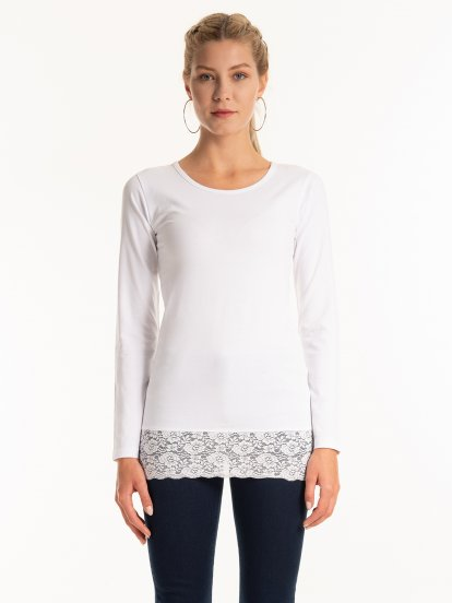 Longline stretchy top with lace