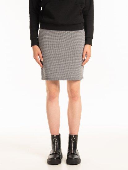 Vzorovaná popnutá sukně s kapsami