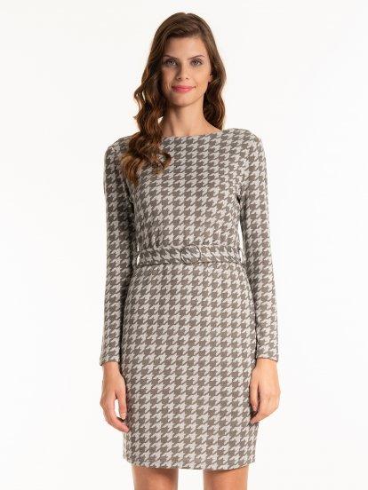 Šaty s pepitovým vzorem