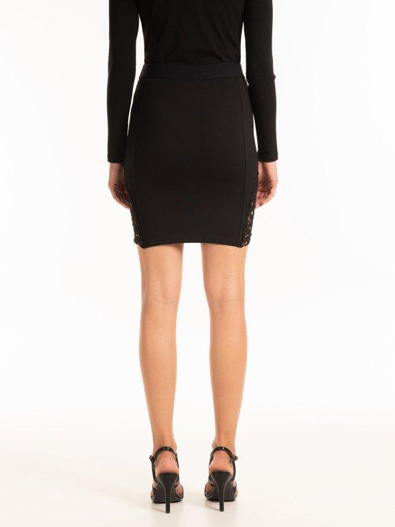 Přiléhavá mini sukně s krajkou