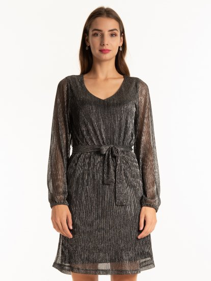 Strukturalna sukienka z paskiem