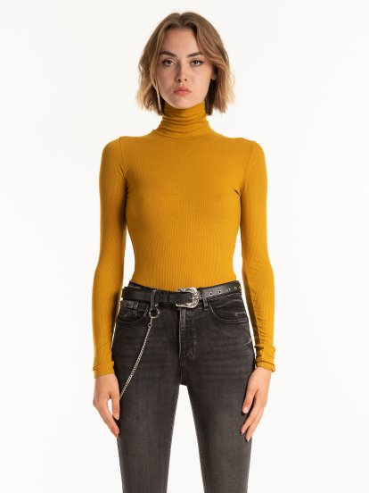 Basic viscose turtleneck t-shirt