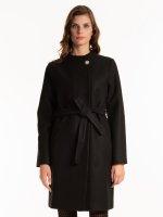 Plain coat with belt