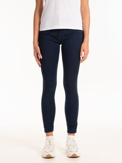 Základné džínsy skinny so stredne vysokým pásom